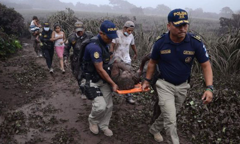 গুয়েতেমালায় আগ্নেয়গিরির অগ্ন্যুৎপাতে নিহত ২৫, আহত শতাধিক